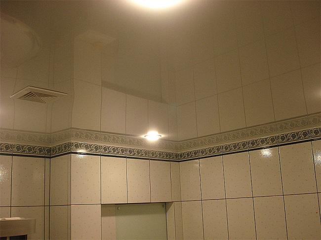 натяжные потолки фото ванная